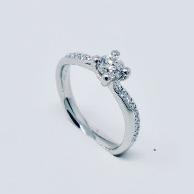 Polello Anello di Fidanzamento in Platino e Diamanti 3215