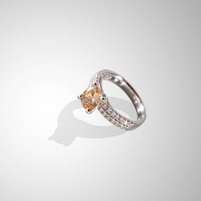 Anello con Diamante Fancy honey